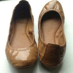 VTG TORY BURCH PATENT LEATHER BALLERINA TAN SHOES